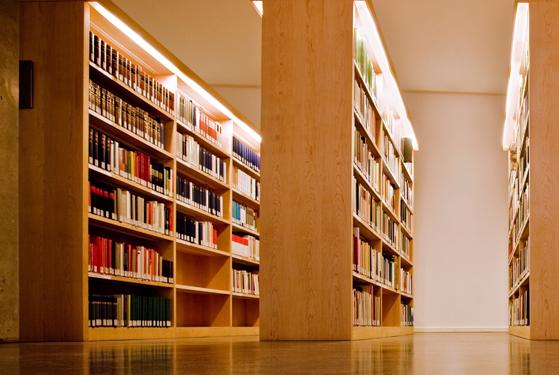 การศึกษาและห้องสมุด